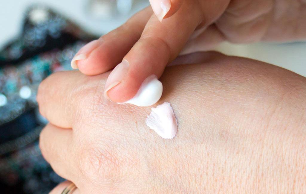 Mix moisturizer with a bit of cream highlighter